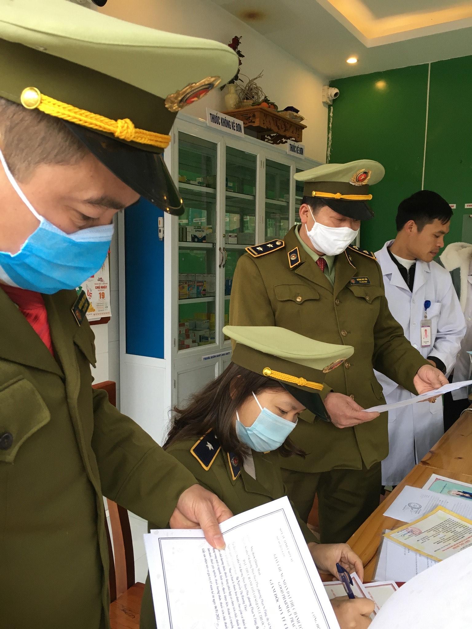 Đội QLTT số 2, Cục QLTT tỉnh Lào Cai tăng cường các biện pháp phòng chống dịch bệnh COVID-19
