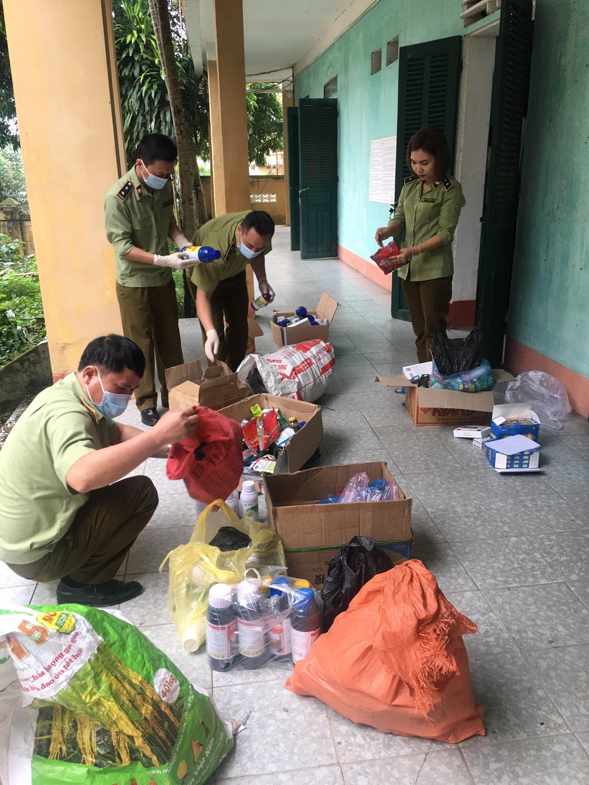 Đội QLTT số 3, Cục QLTT Lào Cai thu giữ hơn 100 kg thuốc Bảo vệ thực vật không rõ nguồn gốc xuất xứ