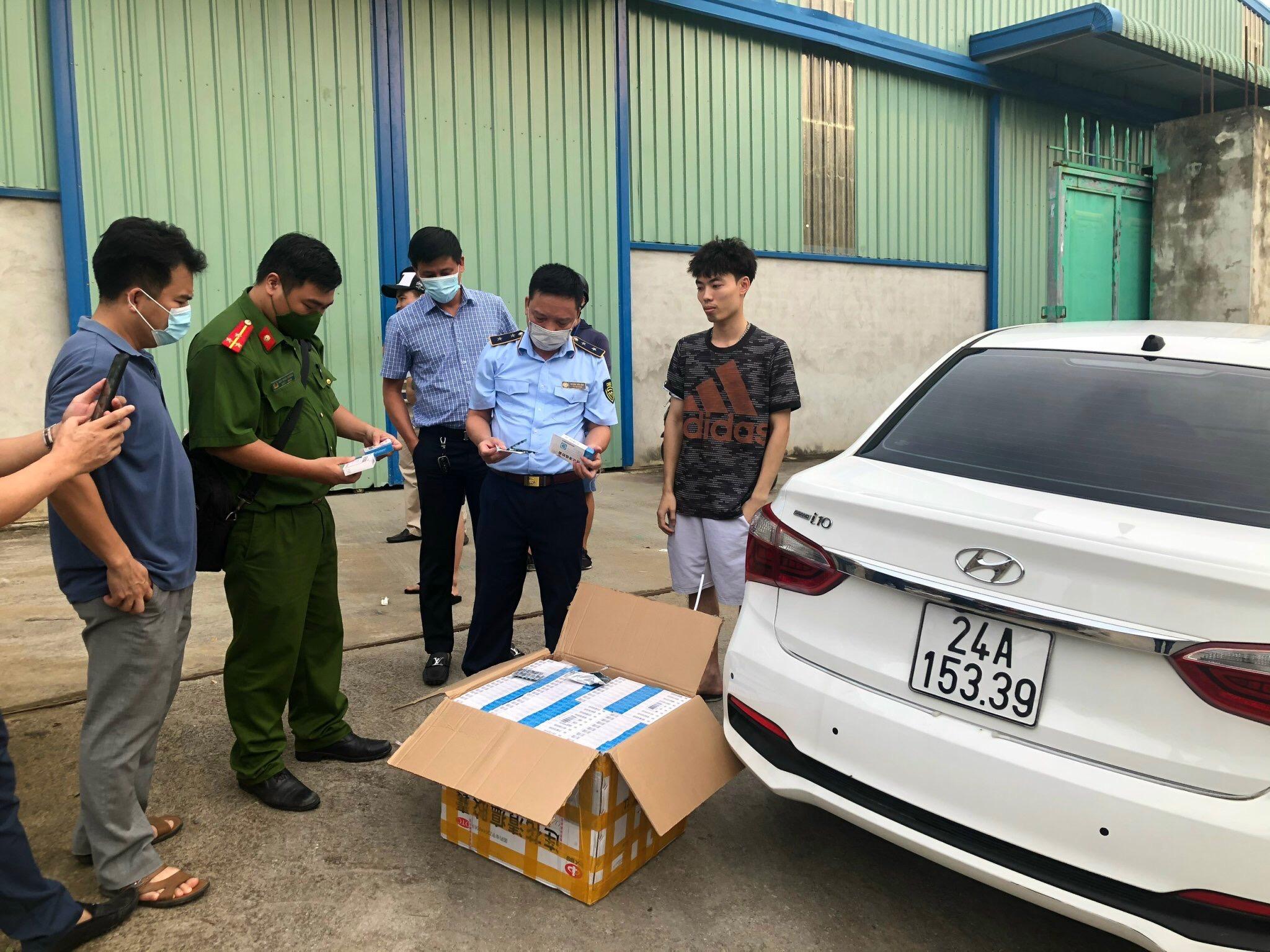 Lào Cai liên tiếp phát hiện, xử lý 02 vụ việc, tạm giữ 9.600 viên thuốc tân dược và 14.400 sản phẩm thạch hoa quả không rõ nguồn gốc xuất xứ đang chuẩn bị đi tiêu thụ